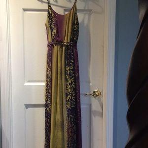Dresses & Skirts - Flowy maxi dress